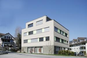Moderna-casa-con-negozi1-1024x683